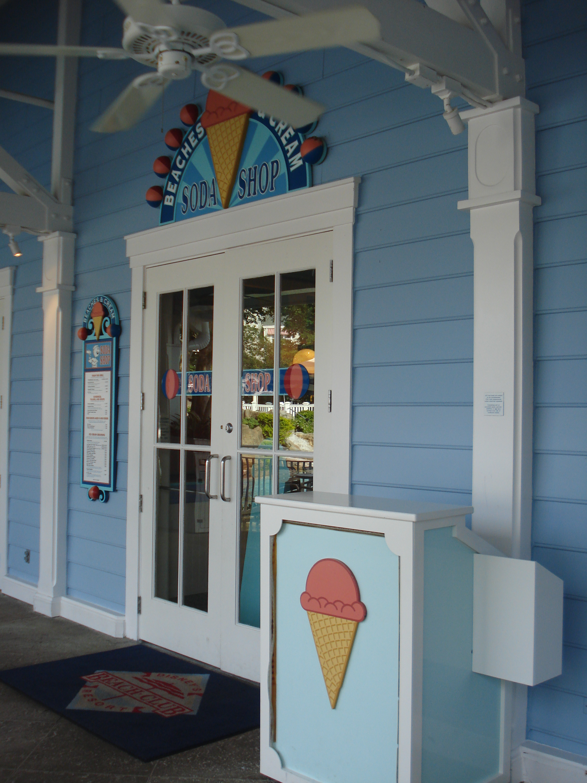 Review: Lunch at Beaches and Cream Soda Shop at Disney's Beach Club Resort