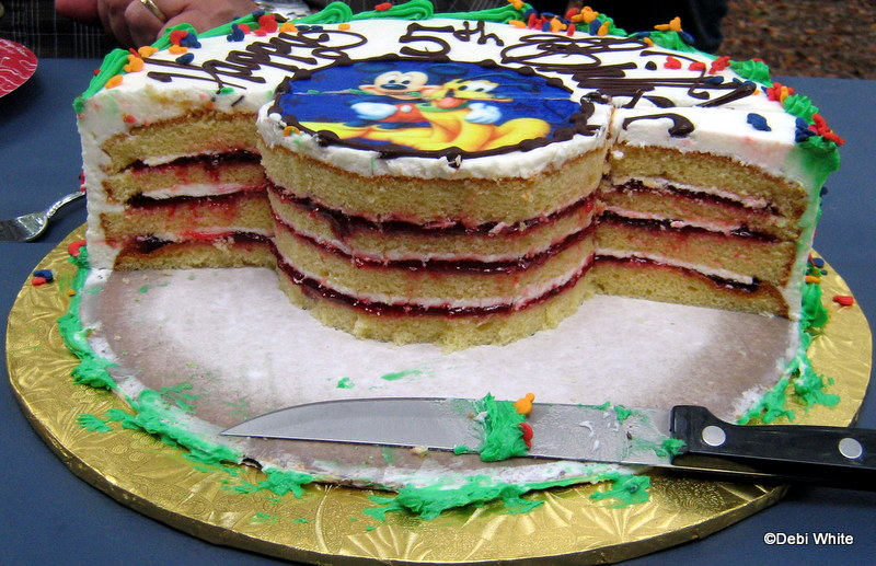 Vanilla Cake With Raspberry Filling