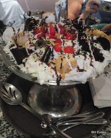 A Kitchen Sink Sundae With No Calories! Really! | the disney food blog