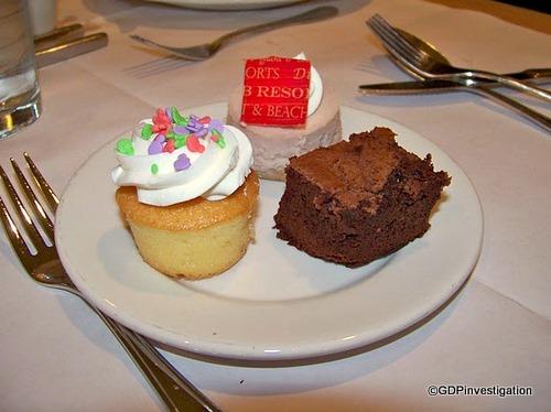 Brownie, Berry Cheesecake, Mini Cupcake