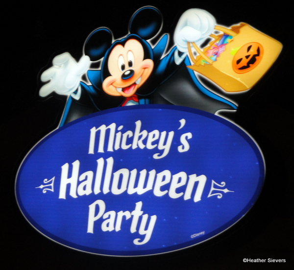 Review: Mickey's Halloween Party in Disneyland | the disney food blog