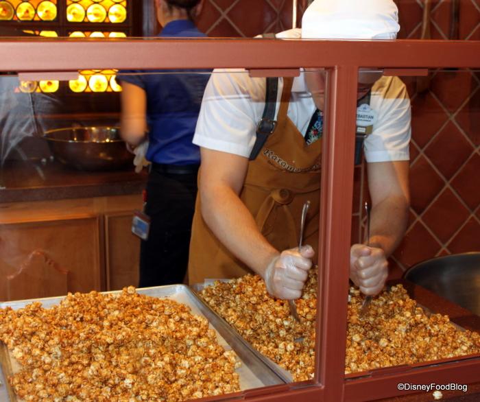How It S Made Caramel Corn From Epcot S Karamell Kuche The Disney