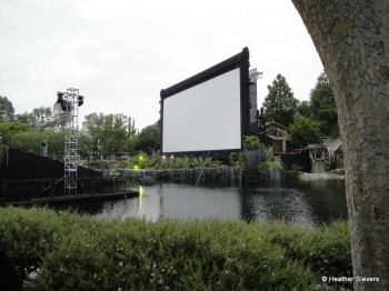 Screen built on the Rivers of America