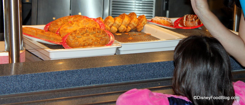 Review: Pop Century Food Court Breakfast | the disney food blog