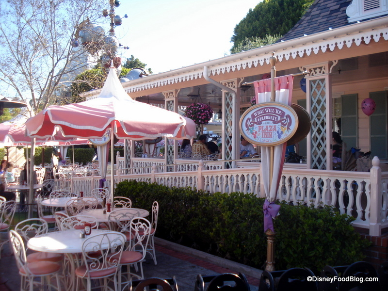 Review Disneyland Plaza Inn S Breakfast With Minnie And Friends
