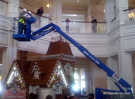 Grand Floridian Gingerbread House Construction 2017