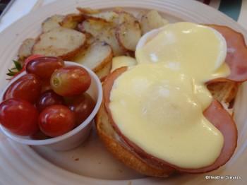 Croissant Benedict