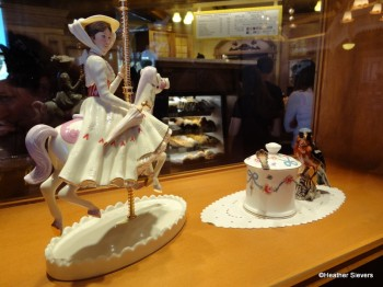 I LOVE this Mary Poppins Statue in the Display Case