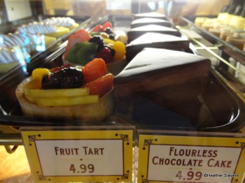 Jolly Holiday Fruit Tart & Flourless Chocolate Cake