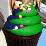 Snack Series: Red Velvet Mardi Gras Cupcake in Disneyland