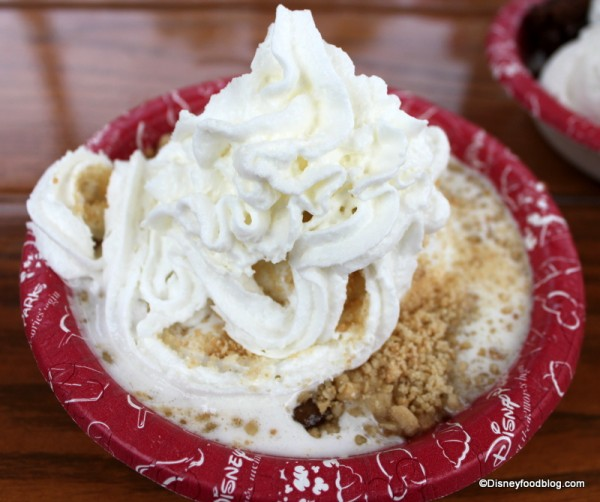 Apple Crisp a la Mode at Hollywood Scoops