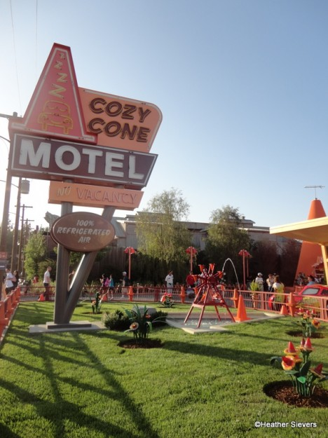 Cozy Cone Motel Sign