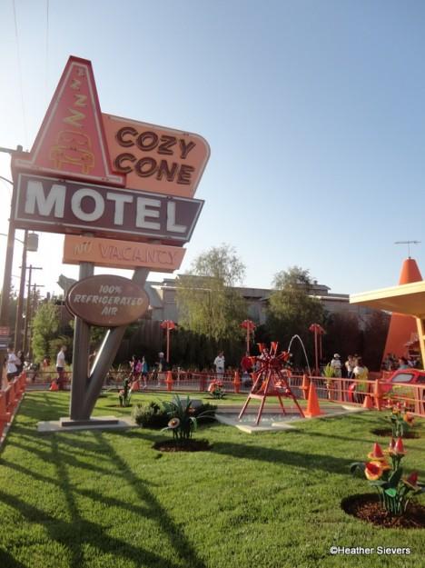 Cozy Cone Motel Sign
