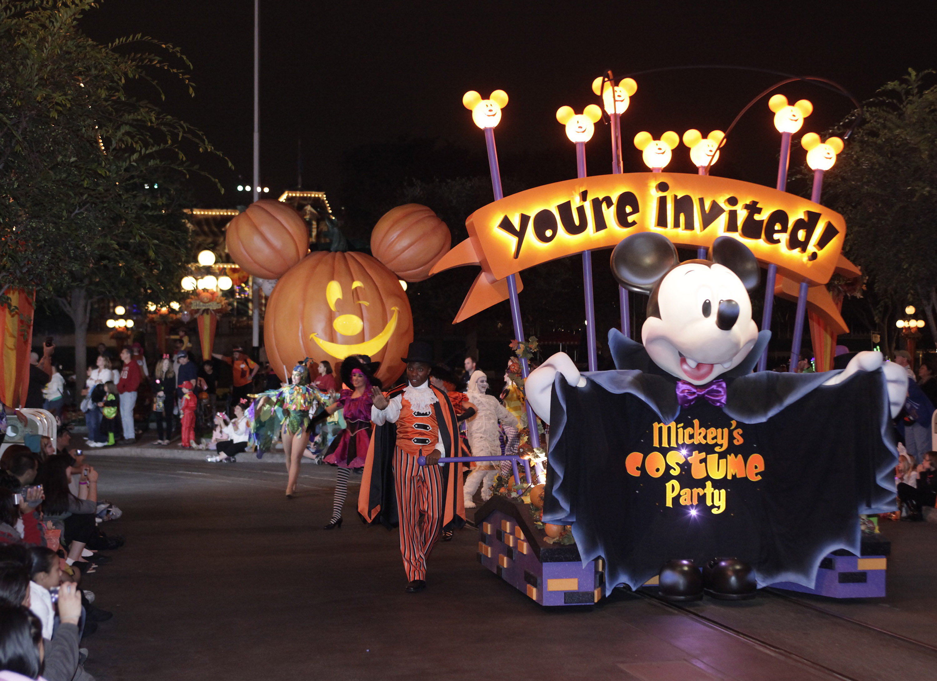 mickeys halloween party parade in disneyland - When Does Disneyland Decorate For Halloween