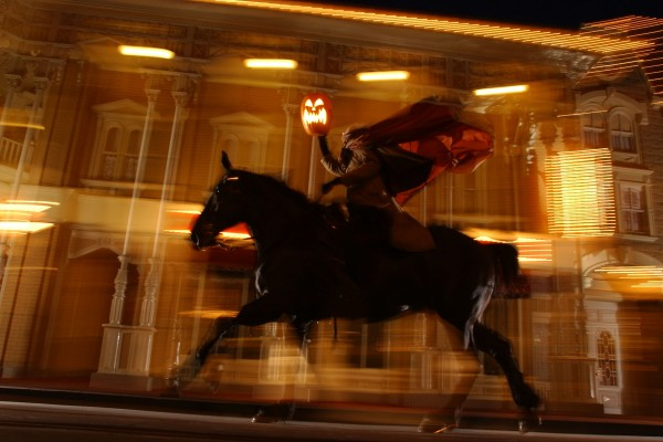 Headless Horseman Rides in Magic Kingdom (c) Disney -- See Him Up Close and Personal!