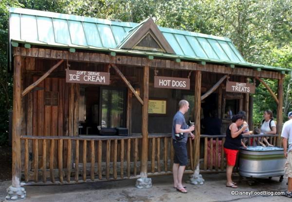 Camp Minnie Mickey Kiosk