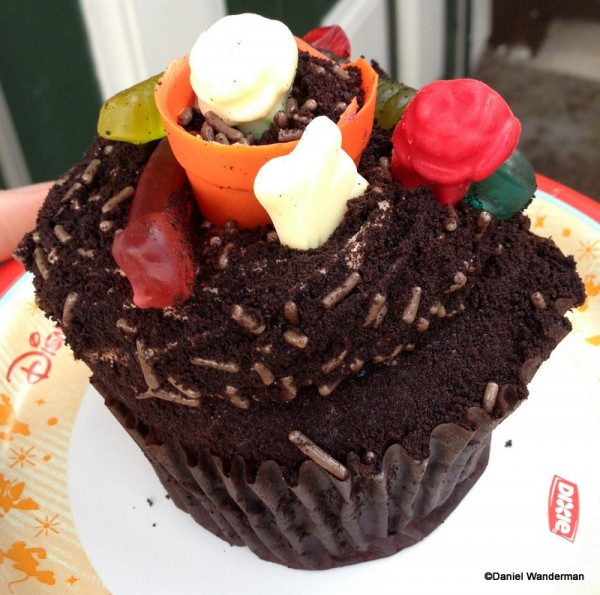 Worms in Dirt Cupcake