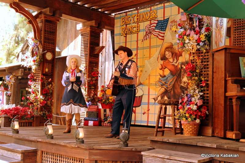 Guest Review Disneyland S Big Thunder Ranch Bbq The