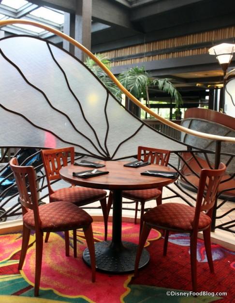 seating Kona Cafe