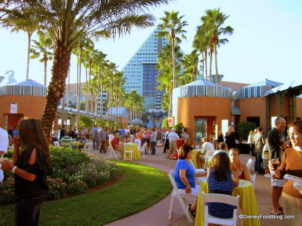 Dining al fresco on the Causeway at the Swan and Dolphin Food and Wine Classic!