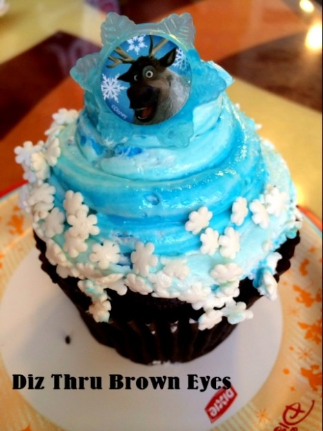 This cupcake features Sven!