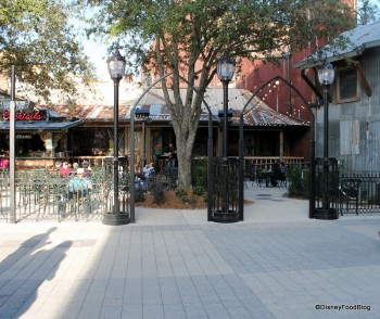 House of Blues The Smokehouse courtyard seating (1)