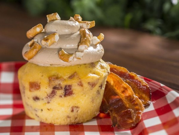 Piggylicious Cupcake from the Smokehouse Outdoor Kitchen!