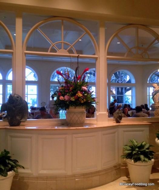Flowers Garden View Lounge