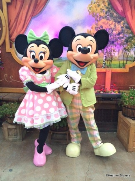 Minnie rocking some springtime dots with Mickey!