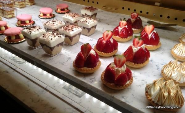 Cafe Leigeios in bakery case
