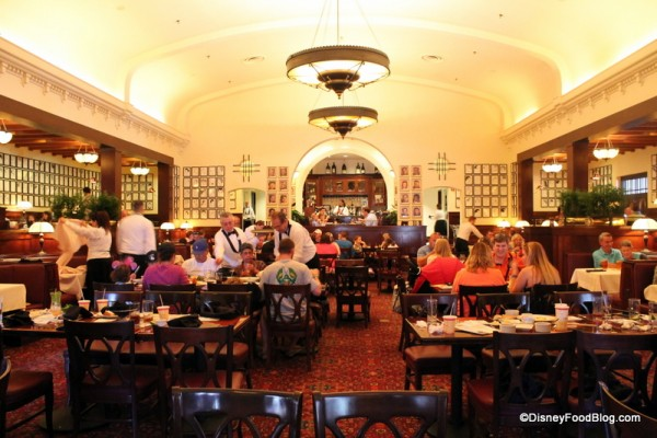 Review Lunch at The Hollywood Brown Derby in Disneys  : hollywood brown derby main dining room 12 600x400 from www.disneyfoodblog.com size 600 x 400 jpeg 77kB