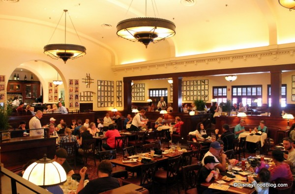 Review Lunch at The Hollywood Brown Derby in Disneys  : hollywood brown derby main dining room 2 600x395 from www.disneyfoodblog.com size 600 x 395 jpeg 79kB