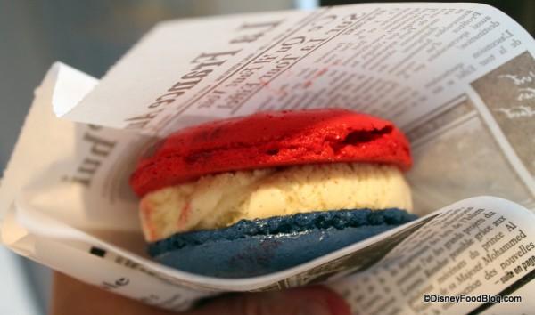 "Vanilla Macaron Ice Cream Sandwich in French ""newspaper"""