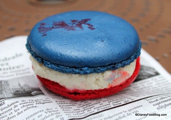 Vanilla Macaron Ice Cream Sandwich blue side up