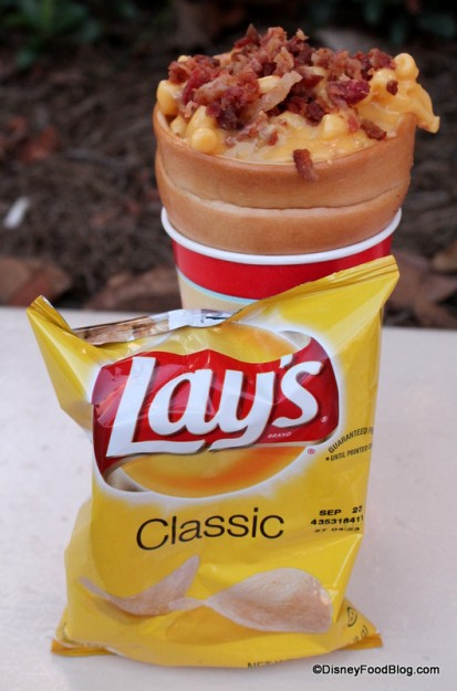 Macaroni and Cheese Bread Cone and Chips