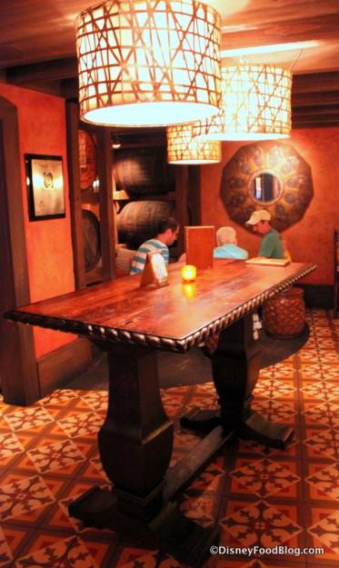 La Cava Standing Table
