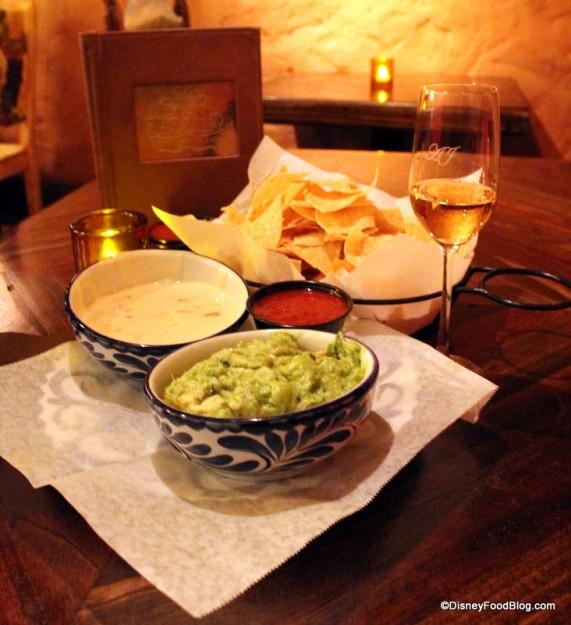 la cava del tequila chips salsa guacamole queso trio anejo tequila (3)