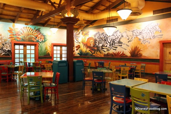 Pizzafari murals