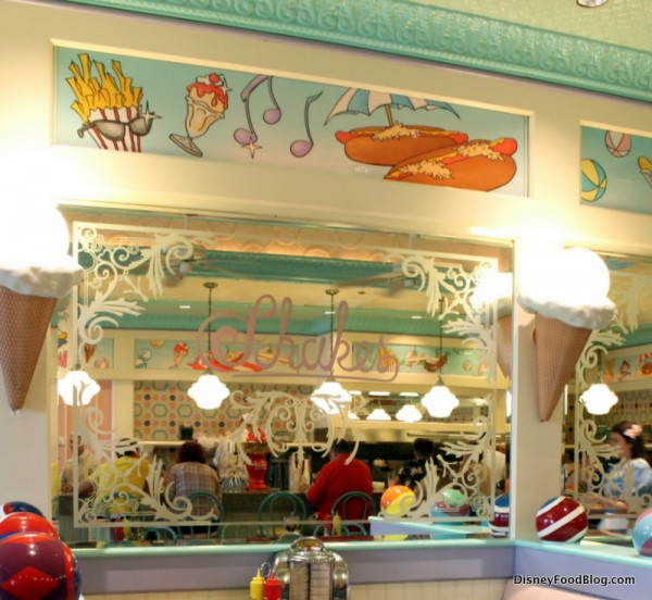 Beaches and Cream decoration