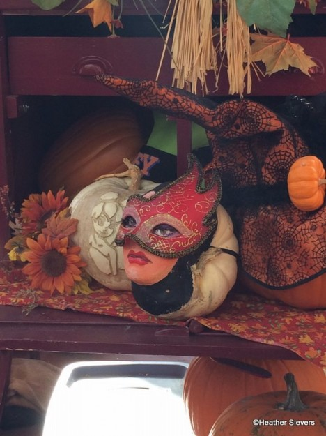 Wicked Queen with Mask Pumpkin