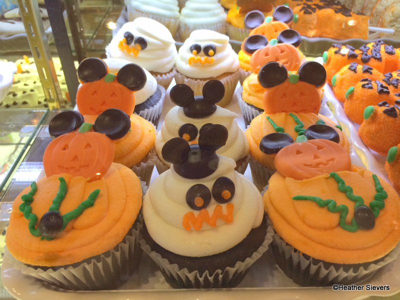 halloween time cupcakes - When Does Disneyland Decorate For Halloween