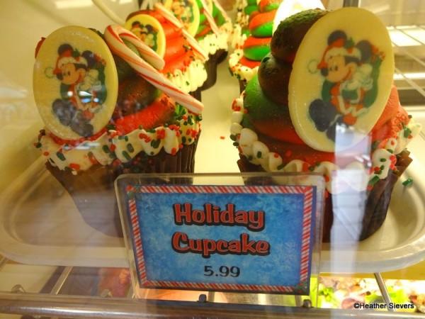 Mickey Holiday Cupcake