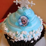 """Snack Series: """"Frozen"""" Cupcake at Contempo Cafe in Disney's Contemporary Resort"""