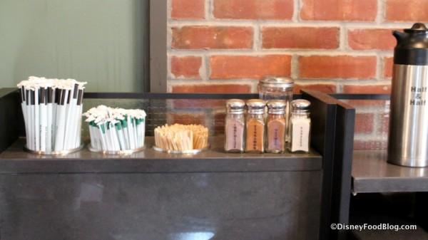 Cream and sugar station