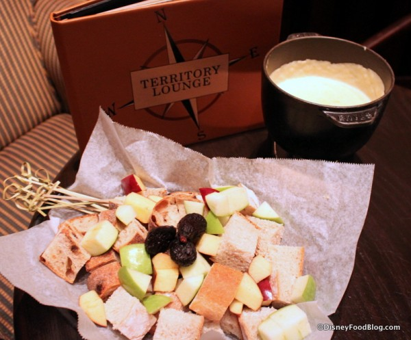 Oregon Pinot Grigio Fondue with Bread and Seasonal Fruits