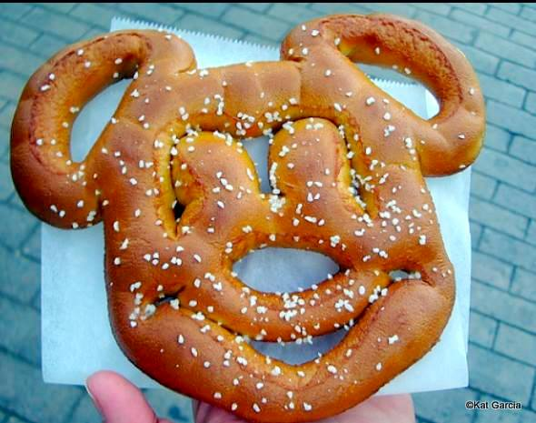 Mickey Pretzel Disneyland-001