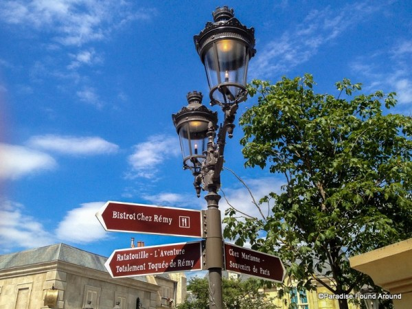 Remy Lamp Post