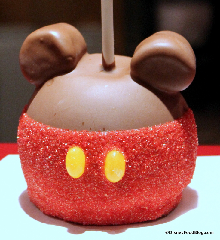 Review Mickey Caramel Apple At Magic Kingdom S Big Top Treats The Disney Food Blog