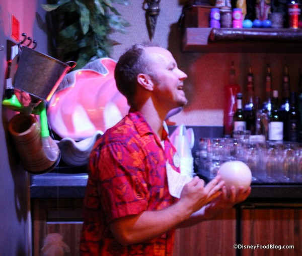Bartender bringing out Polynesian Pearls