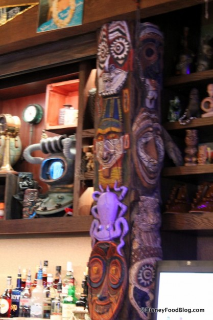 Tiki statues at the bar